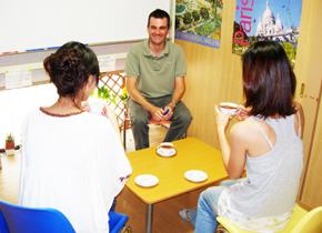 フランス語学校 東京恵比寿にある評判・格安フランス語会話・文法の教室です。